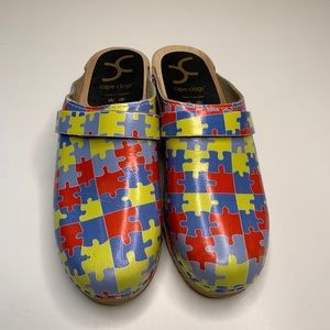 Autism Awareness Puzzle Pieces Cape Clogs 39